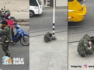 anjing menyemangati seniman jalanan